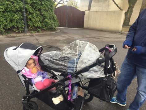 Crianças empacotadas.