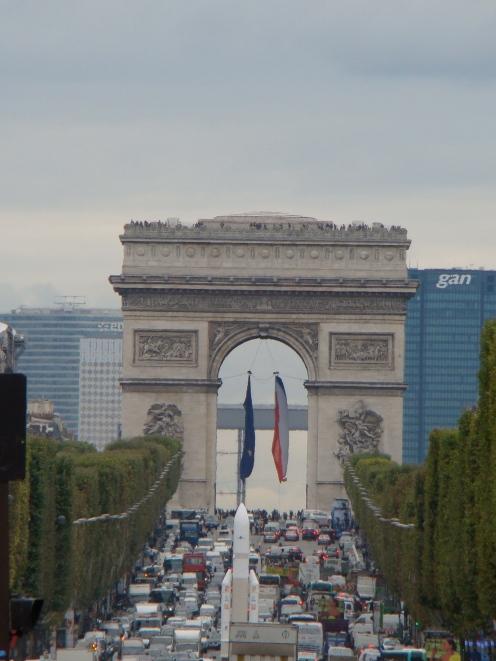 Champs Elysée e Arco do Triunfo